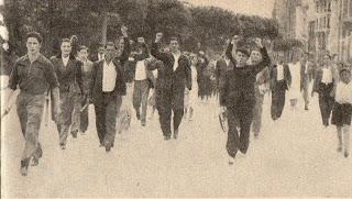 1-Socialistas hacia Gob. Civil para pedir armas y municiones