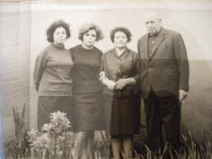 Cesar Fraguela coa súa dona e as dúas fillas